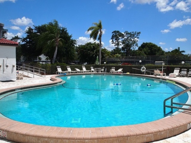 Forest Lakes Community Pool