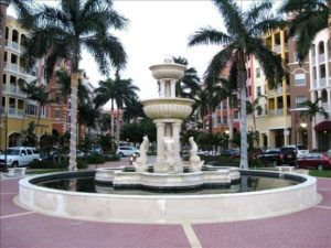 Shopping in Naples at Bayfront