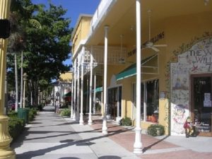 Shopping in Naples on Fifth Avenue